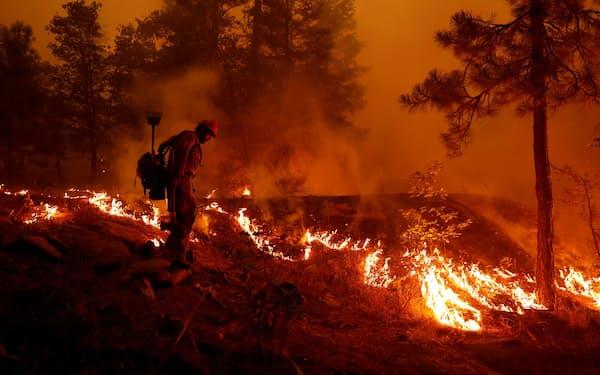 米カリフォルニア州では21年も山火事の被害が広がる(8月)=ロイター