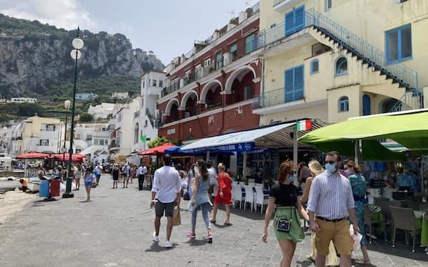 カプリ島は徐々に観光客が戻り始めた(6月)