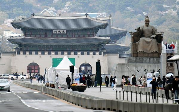 「最悪の日韓関係」の出口が見えない(2019年4月、ソウルの光化門広場)=PENTA PRESS