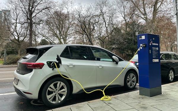 欧米は脱炭素のカギとしてEV普及加速を目指す(独フランクフルト)