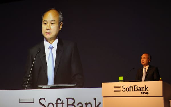 決算を説明するソフトバンクグループの孫正義会長兼社長(10日、東京・港)