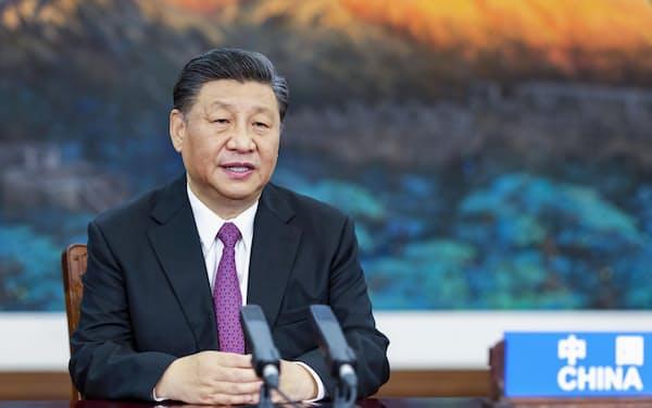 オンライン形式で開かれたAPECの非公式首脳会議に臨む中国の習近平国家主席(7月16日、北京)=新華社・共同