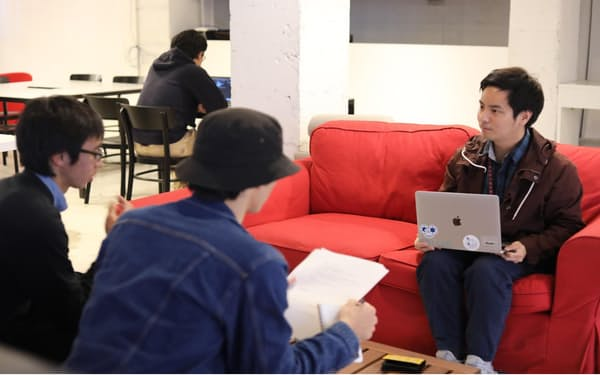 「スタートアップラボ・ラグーン」では起業家らが無料で起業相談に応じる(沖縄県沖縄市)