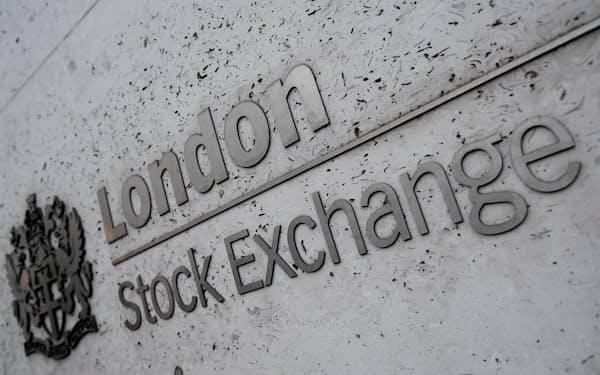 英当局は取締役の4割以上を女性とするよう上場企業に求める構え(ロンドン証券取引所)=ロイター