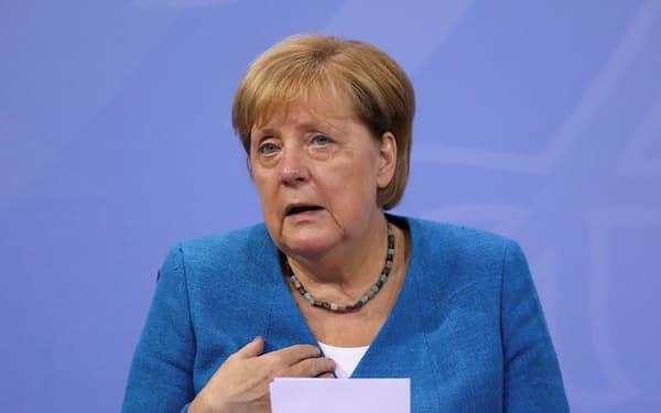 記者会見するドイツのメルケル首相=ロイター