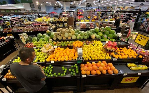 米国では消費者のインフレ予想も高まっている=ロイター