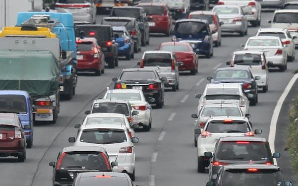 新型コロナ対策として、移動に車を使う人もいる