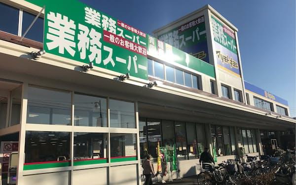 神戸物産が展開する食品スーパー「業務スーパー」。今年2月に宮崎県に出店し、全47都道府県への進出を達成した