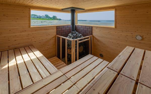 柏崎市にできた「サウナ宝来洲」は、室内から日本海に沈む夕日などを楽しめる