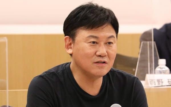三木谷氏は携帯通信事業について「黒字化目標の前倒しも可能だ」と話した