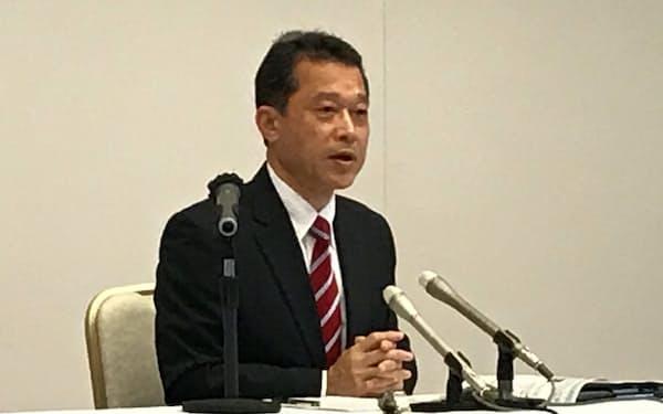 三重県知事選への出馬を正式表明する一見勝之氏(12日、津市)