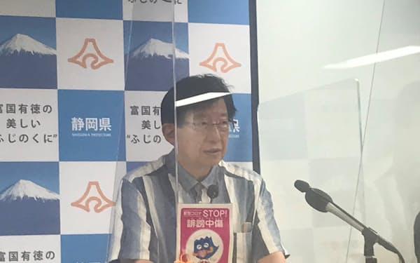 記者会見する静岡県の川勝平太知事(12日)