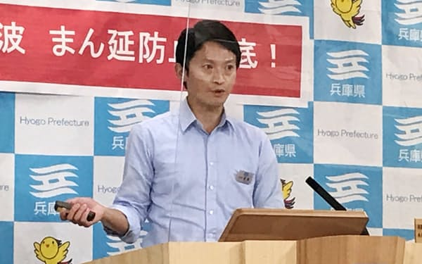 記者会見する斎藤元彦知事(12日、神戸市)