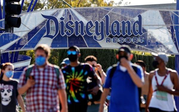 ディズニーが13カ月ぶりに営業を再開したカリフォルニア州内のテーマパーク(4月30日)=ロイター