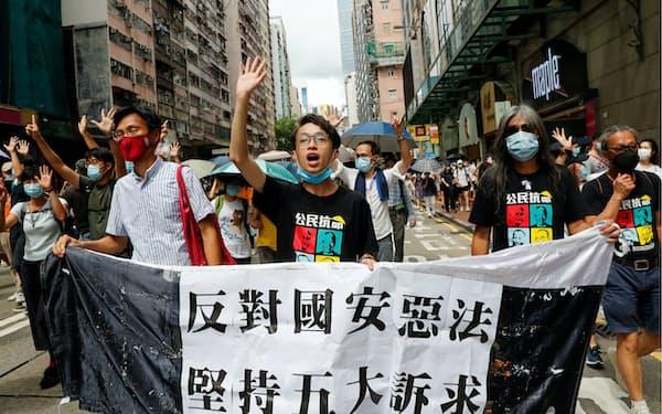 陳皓桓氏㊥ら民陣幹部が相次いで収監された(2020年7月の抗議活動)=ロイター