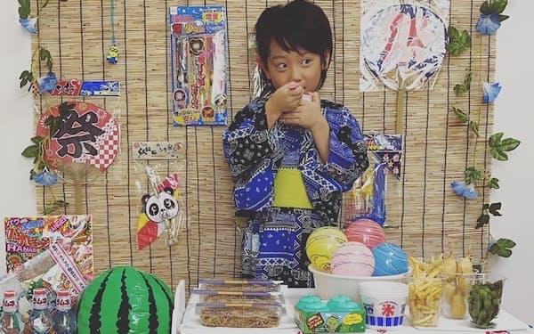 星江美子さんは5歳の息子と自作の飾り付けで「おうち縁日」を楽しんだ