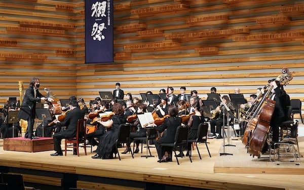 日本センチュリー交響楽団による「交響曲獺祭」は2月の初演の好評を受け、東京で再演した=写真は2月27日、大阪府豊中市での初演©Masaharu Eguchi