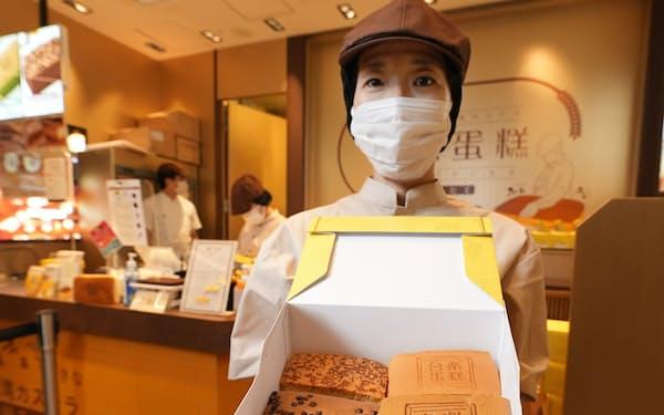 抹茶やチョコなど4種類の味の台湾カステラを取り揃える(東京都中央区のタイラクタンガオ東急プラザ銀座店)