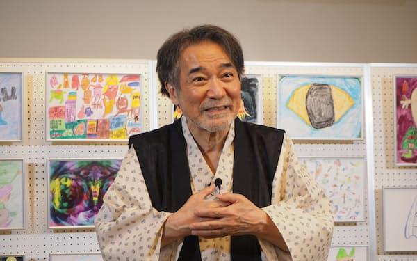 「障害があるアーティストの素晴らしい作品をみなさんに紹介したい」と語る稲川氏