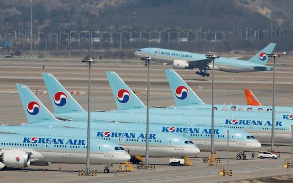 フライトなく駐機し続ける飛行機が多い(仁川国際空港)=ロイター