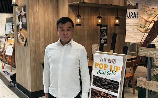 「犀川」「兼六」といった金沢の自然などをイメージし、コーヒーを作る(金沢駅内の店舗)
