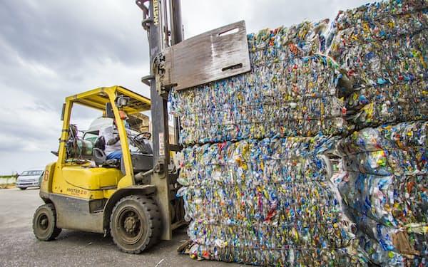 新興国ではリサイクル向けの廃プラ不足が問題になっている(タイの再生プラ工場)
