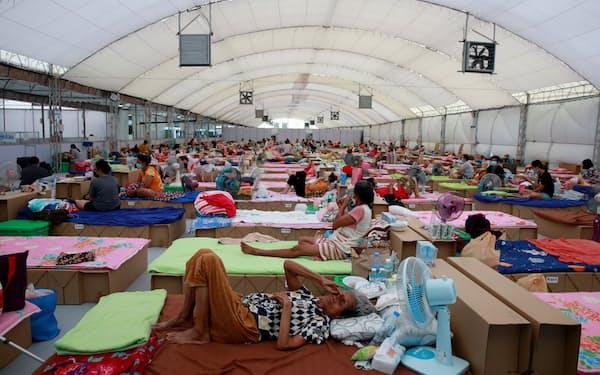 タイ・バンコクに設置されたコロナ感染者向けの野外病院=ロイター
