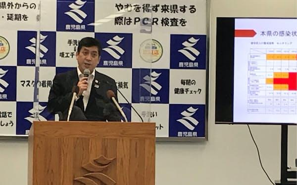 記者会見する、鹿児島県の塩田知事(13日、県庁)