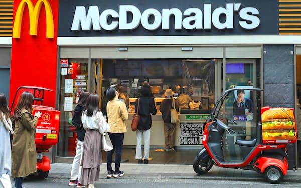 マクドナルドは持ち帰りや宅配需要を取り込んでいる(東京都内の店舗)