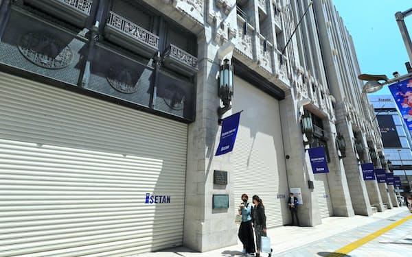 食品など一部を除き臨時休業した伊勢丹新宿店(4月26日、東京都新宿区)