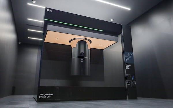国内で初めて稼働するIBMの量子コンピューター(26日、川崎市幸区)