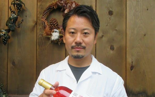 「イチゴやナシを使ったワインも作りたい」と話す山田貢さん