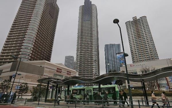 武蔵小杉駅周辺にはタワーマンションが立ち並ぶ