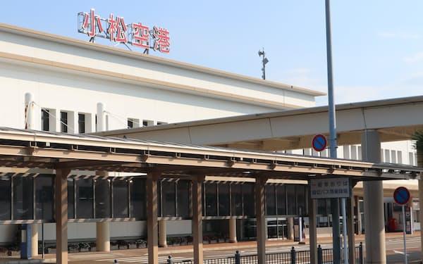 お盆に北陸と東京を結ぶ路線の利用は低調だった(小松空港)