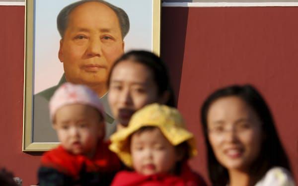 長年の産児制限で中国の出生数は過去最低水準に(北京市)=ロイター