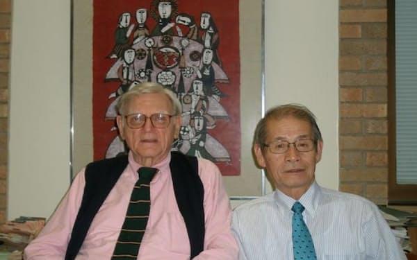 ハワイで対面後、グッドイナフ博士(左)を訪問する仲に(2010年)
