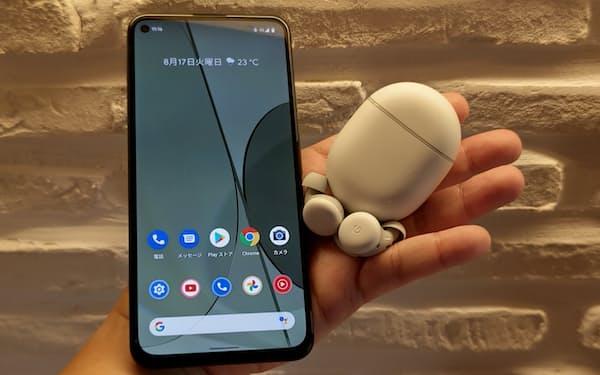 グーグルのスマートフォン「Pixel 5a(5G)」とワイヤレスイヤホン「Pixel Buds A-Series」