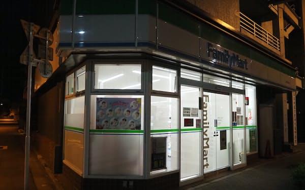 ファミマは24時間営業するかどうか加盟店が選べるようにした(日曜に深夜休業する都内の店舗)
