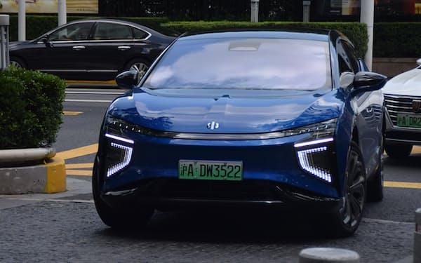 中国は電気自動車(EV)の販売が急増(上海市、17日)