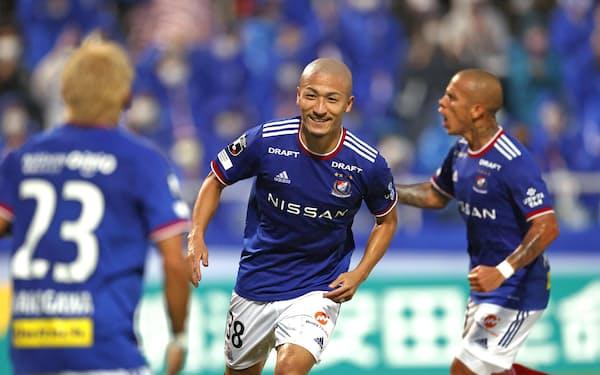 首位の川崎を追う横浜Mは突然の監督交代後も好調をキープしている=共同