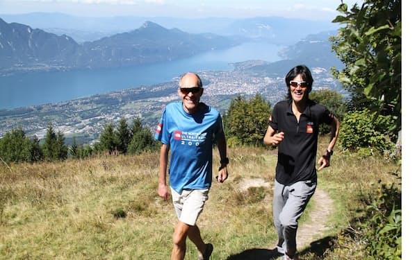 フランス人の友人㊧はスキーの元パラリンピック選手。彼の自宅近くの山を一緒に走った