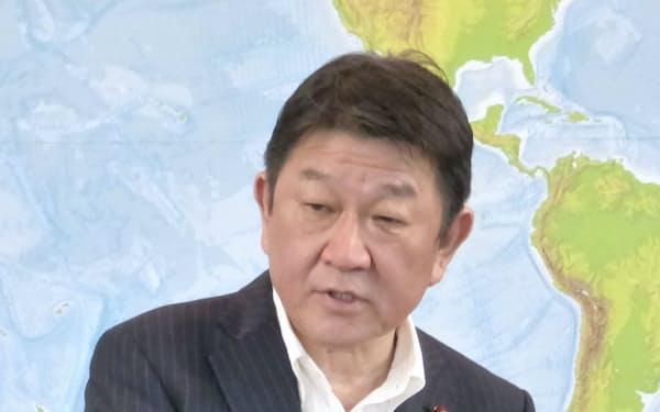 記者会見する茂木外相(7月、外務省)=共同