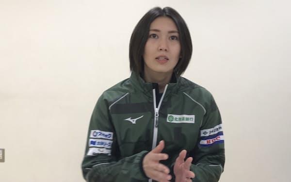 インタビューに応じる北海道銀行フォルティウスの吉村紗也香選手(札幌市)
