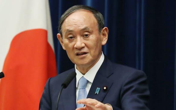 記者会見する菅首相(17日、首相官邸)