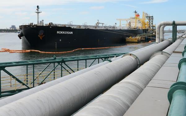 中東からの原油を下ろすタンカー