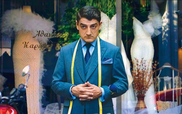 紳士服の仕立て職人が女性のドレスで再起をはかる(C)2020 Argonauts S.A. Elemag Pictures Made in Germany Iota Production ERT S.A.
