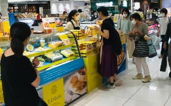 大丸福岡天神店(福岡市)はデパ地下などの客数を繁忙期の半分以下に抑えることを検討する