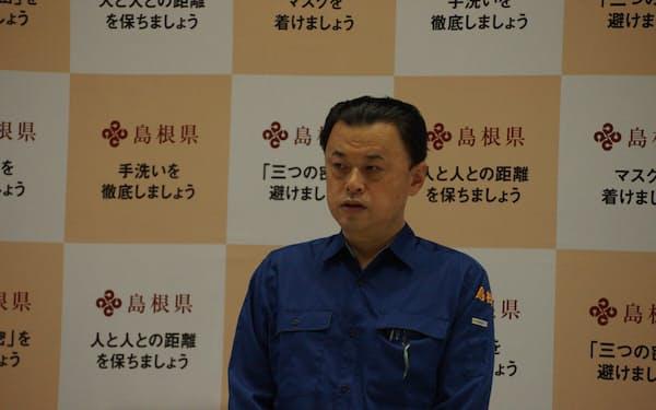 対策本部会議後に決定事項について説明する島根県の丸山達也知事