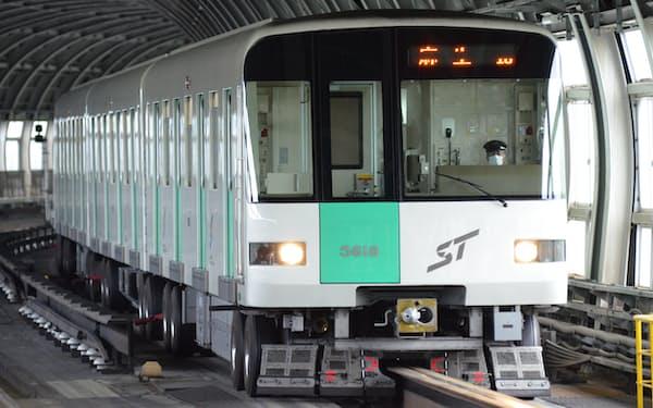 1971年に開業した地下鉄南北線。神戸や仙台、福岡に先駆けて開業した。