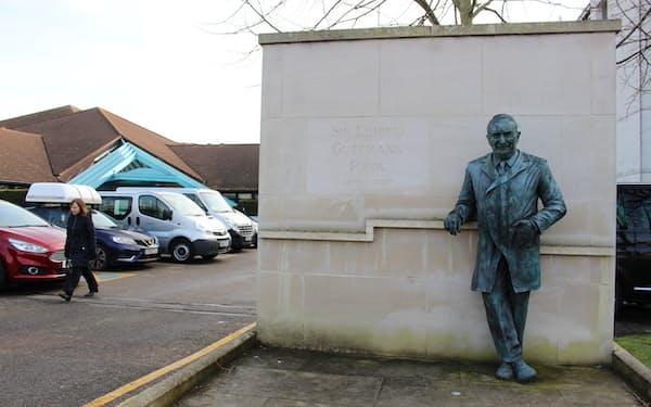 グットマン医師の銅像がたつストーク・マンデビル病院(2020年2月)